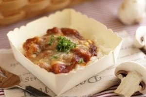 濃厚デミソースとチーズのあつあつチキンドリア