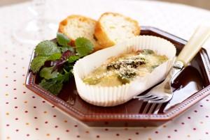 グリーンアスパラガスと空豆のツナクリームグラタン