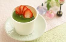 ひな祭りブラマンジェ 抹茶ソースといちごのせ